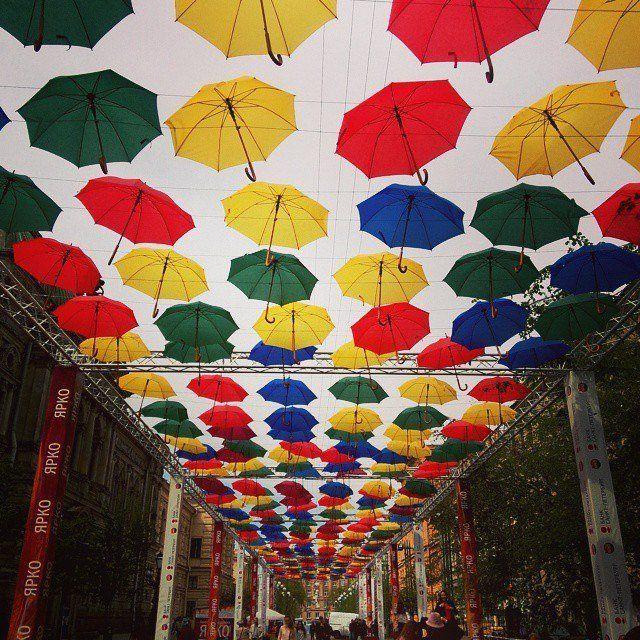 Аллея парящих зонтиков.jpg