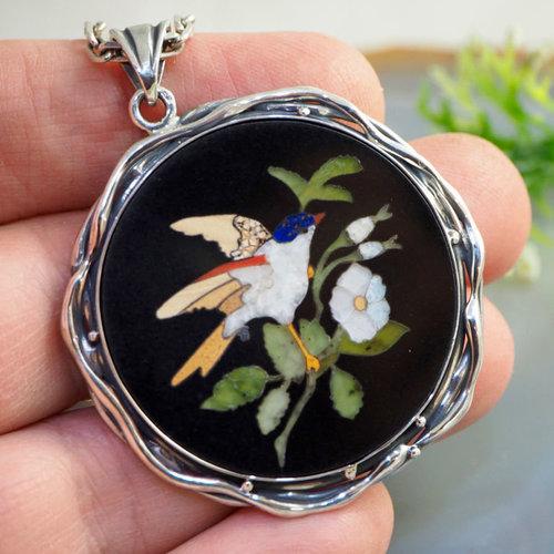 210946fa70c8961e30a456a348e1--ukrasheniya-kulon-ptichka-florentijskaya-mozaika-serebro.jpg